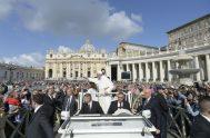 """22/05/2019 – El Papa Francisco concluyó el ciclo de sus catequesis dedicado al """"Padre Nuestro"""". Podemos decir, dijo el Papa, que la oración…"""