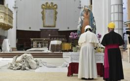 17/06/2019 –El Papa Francisco visitó a algunas familias de Camerino, una pequeña localidad de 7.000 habitantes del centro-norte de la…