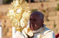 23/06/2019 –Al celebrar la Santa Misa en la Solemnidad de Corpus Christi en la Parroquia Santa María Consoladora, en el barrio romano de…