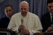 04/06/2019 – Durante el vuelo que lo llevó de Rumanía a Roma, el Papa Francisco concedió una rueda de prensa en la que…