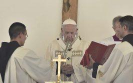 """17/06/2019 –Antes del rezo del Ángelus en la Solemnidad de la Santísima Trinidad, el Papa Francisco animó a """"caminar unidos…"""