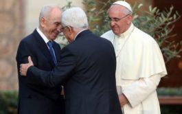 """06/06/2019 –Al concluir la audiencia general del miércoles, el papa Francisco recordó la iniciativa de """"Un Minuto por la Paz"""",…"""