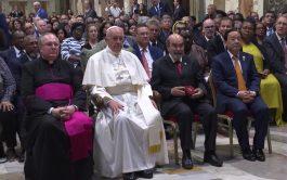 28/06/2019 –Durante una audiencia en la Sala Regia del Vaticano, el Papa Francisco pidió a los miembros de la…
