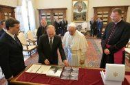 Francisco recibió al presidente ruso Vladimir Putin en el Vaticano en una audiencia privada que duró alrededor de una hora. Es la tercer…
