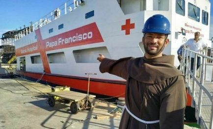 """20/08/2019 –El Papa Francisco expresó su """"gran satisfacción"""" y alegría por el """"Barco Hospital"""" que lleva su nombre y que atenderá a más de mil comunidades ribereñas de la Amazonía. """"Además de…"""