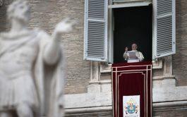 12/08/2019 –Durante el rezo del Ángelus este domingo 11 de agosto en la Plaza de San Pedro del Vaticano, el…