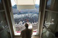 05/08/2019 –Al presidir el rezo del Ángelus frente a la multitud congregada en la Plaza de San Pedro, en el Vaticano, el Papa…