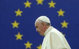 """09/08/2019 –El Papa Francisco lamentó que la Europa soñada por los fundadores de la Unión Europea """"se ha debilitado con…"""