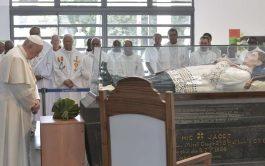 09/09/2019 –En su visita a Mauricio, el Papa Francisco visitó la tumba del beato Padre Jacques-Désiré Laval,cuya festividad se celebra…