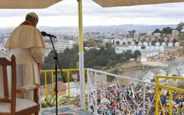 08/09/2019 –Después de visitar la Ciudad de la Amistad en Akamasoa, el Papa Francisco continuó su visita apostólica en Madagascar…
