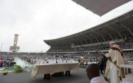 06/09/2019 – 60.000 fieles llenaron el Estadio Zimpeto de Maputo para participar de la Santa Misa presidida por el Papa…
