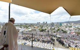 """09/09/2019 –""""Las bienaventuranzas son el carnet de identidad del cristiano"""", afirmó el Papa Francisco durante la Misa que celebró este…"""