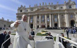 13/10/2019 – Luego de la ceremonia de canonización de los 5 nuevos santos, el Papa Francisco rezó el Ángelus y…
