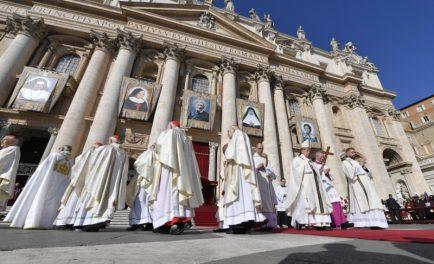 13/10/2019 –El Cardenal Newman ya es santo. San John Henry Newman fue inscrito en el libro de los santos en una multitudinaria Misa celebrada este domingo 13 de octubre en la Plaza…