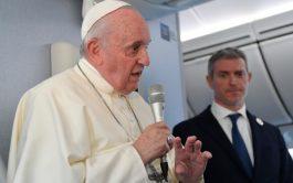 26/11/2019 – El Papa Franciscoconcedió una rueda de prensa en el vuelo que lo llevó de Tokio a Roma, luego…