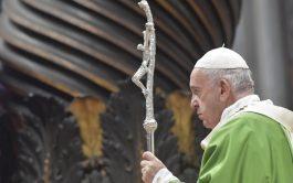 """17/11/2019 –El Papa Francisco calificó a los pobres """"como porteros del cielo"""" porque revelan la riqueza por…"""