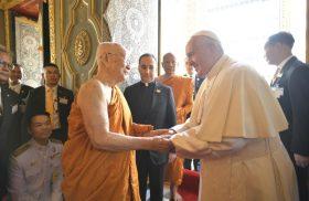 21/11/2019 –Tras encontrarse con las Autoridades de Tailandia y el Cuerpo Diplomático, el Papa Francisco visitó el Templo Real en Bangkok para encontrarse con el Patriarca Supremo Budista quien le ha manifestado…