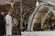 """06/12/2019 –El Papa Francisco dijo que el belén de Navidad es """"un signo simple y hermoso de nuestra fe que no debe perderse""""…"""