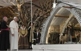"""06/12/2019 –El Papa Francisco dijo que el belén de Navidad es """"un signo simple y hermoso de nuestra fe que…"""