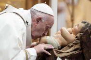 """06/01/2020 – El Papa Francisco animó a adorar al Niño Jesús como lo hicieron los Reyes Magos porque """"cuando adoramos, permitimos que Jesús…"""