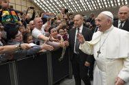 """08/01/2020 –El Papa Francisco pidió, este miércoles 8 de enero durante la Audiencia General celebrada en el Aula Pablo VI del Vaticano, """"ser…"""