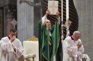 """26/01/2020 –El Papa Francisco invitó a los cristianos a leer todos los días un versículo de la Biblia: """"Comencemos por el Evangelio; mantengámoslo…"""