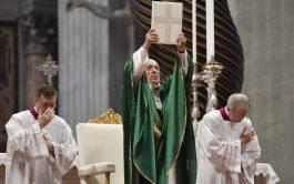 26/01/2020 –El Papa Francisco invitó a los cristianos a leer todos los días un versículo de la…