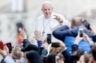 """26/02/2020 –El Papa Francisco indicó este Miércoles de ceniza que la Cuaresma es el tiempo """"para apagar la televisión y abrir la Biblia""""…"""