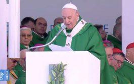 23/02/2020 – Este domingo, el Papa Francisco rezó la oración del Ángelus en la ciudad Italiana de Bari a donde…