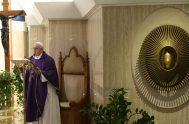 """30/03/2020 –El Papa Francisco señaló que actualmente hay mucha gente """"que no consigue reaccionar"""" ante la pandemia del coronavirus, COVID-19, por lo que…"""