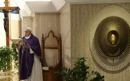 """30/03/2020 –El Papa Francisco señaló que actualmente hay mucha gente """"que no consigue reaccionar"""" ante la pandemia del coronavirus, COVID-19,…"""