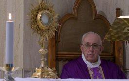 23/03/2020 –El Papa Francisco comenzó la Misa celebrada este lunes 23 de marzo en su residencia de Casa Santa Marta…