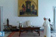 25/03/2020 –El Papa Francisco presidió este miércoles 25 de marzo desde la Biblioteca del Palacio Apostólico del Vaticano el rezo mundial del Padre…