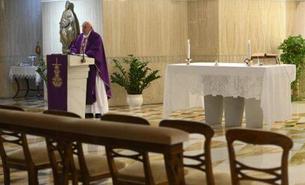 26/03/2020 –En la misa que se transmitió en vivo desde la Capilla de la Casa Santa Marta Francisco rezó hoy para que el Señor nos ayude a superar el miedo en este…