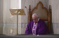 02/04/2020 –El Papa Francisco ofreció la Misa celebrada este jueves 2 de abril en Casa Santa Marta por las personas sin hogar que…