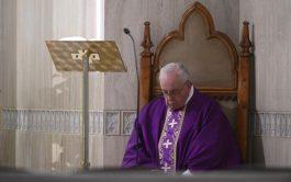 02/04/2020 –El Papa Francisco ofreció la Misa celebrada este jueves 2 de abril en Casa Santa Marta por las personas…