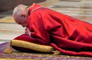 10/04/2020 –La tarde del 10 de abril, Viernes Santo, día en el que la Iglesia recuerda la crucifixión y la muerte de Jesús,…