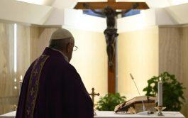 03/04/2020 –Este 3 de abril, en la Misa en Santa Marta, el Papa Francisco dirigió su pensamiento a la pobreza,…