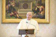 """25/05/2020 – Durante el rezo del Regina Coeli y en la Solemnidad de la Ascensión del Señor, el Papa Francisco invitó a """"anunciar,…"""
