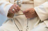 26/05/2020 -El Papa Francisco rezará el Rosario en la gruta de la Virgen de Lourdes de los Jardines del Vaticano el sábado 30…