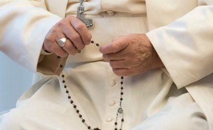 26/05/2020 –El Papa Francisco rezará el Rosario en la gruta de la Virgen de Lourdes de los Jardines del Vaticano el sábado 30 de mayo, un evento al que los santuarios católicos…