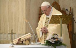 15/05/2020 –El Papa Francisco ofreció la Misa celebrada este viernes 15 de mayo en Casa Santa Marta por las familias,…