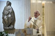 07/05/2020 –En la Misa celebrada en la casa Santa Marta de este 7 de mayo, el Papa Francisco bendijo a los artistas porque…