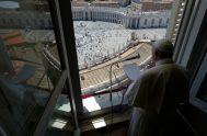 """31/05/2020 – El Papa Francisco señaló que la Solemnidad de Pentecostés recuerda que """"no es tiempo de quedarse encerrados"""" y subrayó que """"el…"""