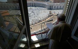 """31/05/2020 – El Papa Francisco señaló que la Solemnidad de Pentecostés recuerda que """"no es tiempo de quedarse encerrados"""" y…"""