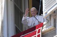 """05/07/2020 –El Papa Francisco invitó este Domingo a acudir a Jesús quien ofrece descanso y alegría verdadera, y no solamente """"un alivio psicológico…"""