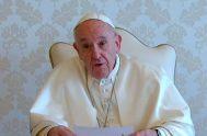 """03/07/2020 – En el """"Video del Papa"""" de este mes de julio, el Santo Padre pone el acento en los momentos difíciles que…"""