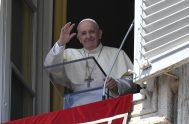 """16/08/2020 – El Papa Francisco reflexionando sobre el Evangelio de este domingo dijo que la mujer cananea """"nos enseña el coraje de llevar…"""