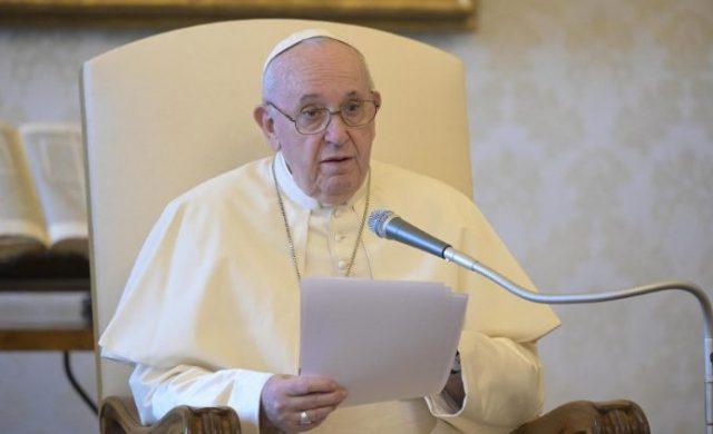 """12/08/2020 – En la Audiencia General de este miércoles 12 de agosto, el Papa Francisco afirmó que """"el coronavirus no es la única enfermedad que hay que combatir, sino que la pandemia…"""