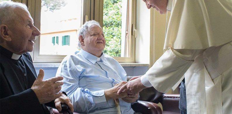 """17/09/2020 -Mensaje del Papa Francisco a los participantes de la """"Jornada de sacerdotes ancianos y enfermos de Lombardía"""", reunidos en el Santuario de Nuestra Señora de Caravaggio. En una carta, el Papa Francisco comparte su alegría por la realización de la """"Jornada de sacerdotes ancianos y enfermos de la Lombardía"""" """"a pesar de las limitaciones necesarias para afrontar la pandemia"""".…"""